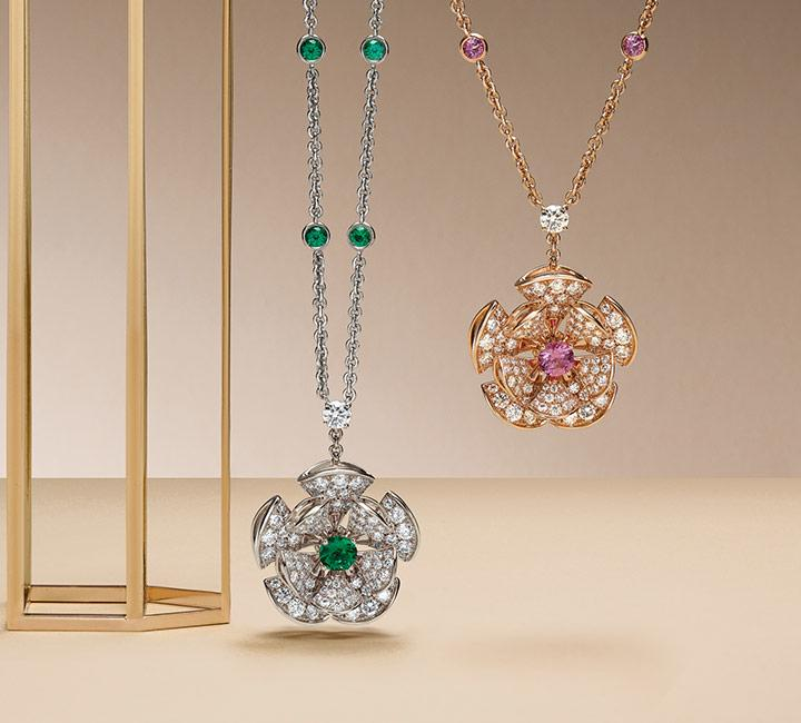Two Diva's Dream necklaces set with central diamonds and pavè diamonds: discover the sautoir of Sapphire