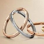 Discover the SAPPHIRE gold bracelets
